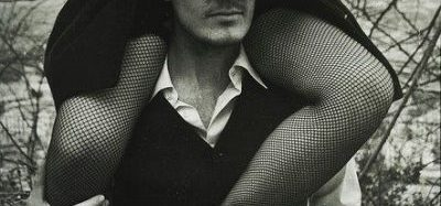 Să te îndrăgosteşti este uşor. Să faci sex este simplu. Dar să te loveşti de cineva care să te facă să străluceşti este al naibii de greu.