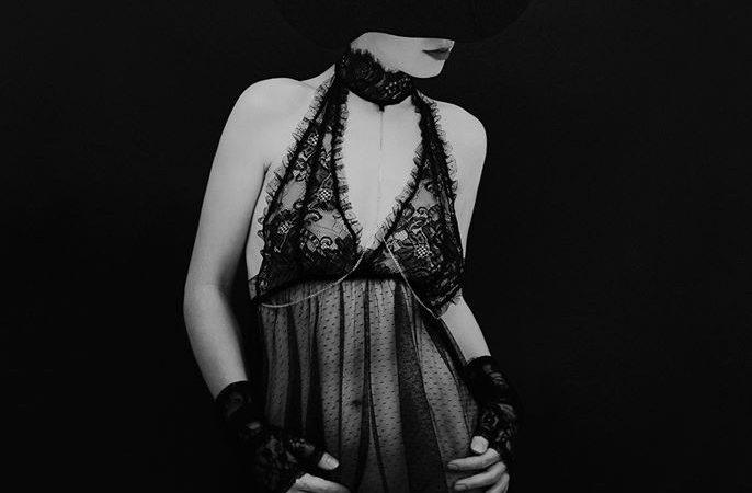 Ce e complicat ne atrage, ce este imposibil ne seduce.
