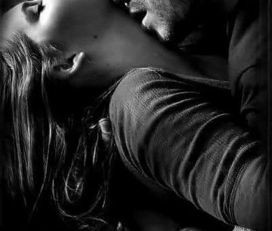 Ai scris pe pielea mea povești erotice…